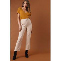 NA-KD Classic Luźne spodnie garniturowe - Beige. Brązowe spodnie materiałowe damskie NA-KD Trend, z materiału. Za 202.95 zł.