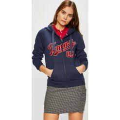 Tommy Jeans - Bluza. Czarne bluzy damskie Tommy Jeans, z nadrukiem, z bawełny. W wyprzedaży za 319.90 zł.