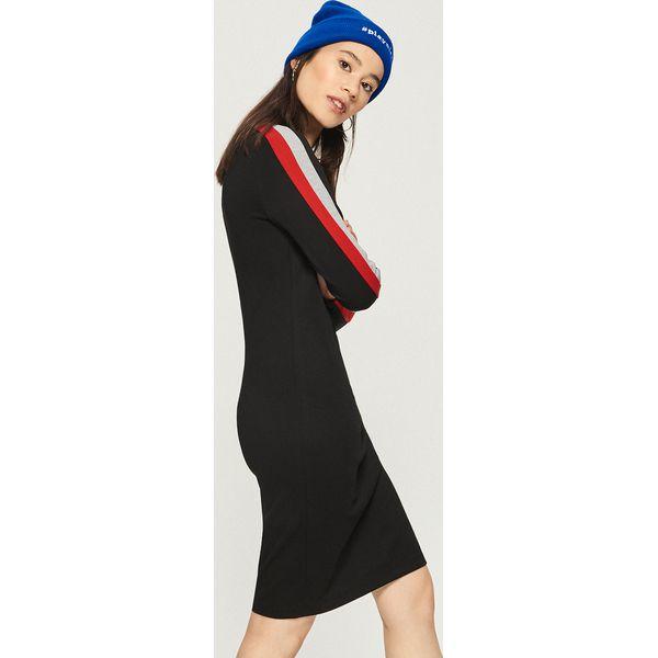 2914fa97a1 Obcisła sukienka z lampasami - Czerwony - Sukienki damskie marki ...