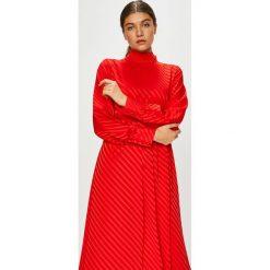 Vila - Sukienka Cinea. Czerwone sukienki damskie Vila, z elastanu, casualowe, ze stójką, z długim rękawem. Za 259.90 zł.