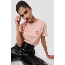 NA-KD T-shirt Good Vibes - Pink. Różowe t-shirty damskie NA-KD, z materiału, z okrągłym kołnierzem. Za 72.95 zł.