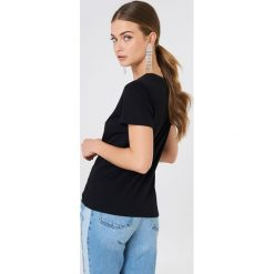 NA-KD T-shirt Self Ish - Black. Czarne t-shirty damskie NA-KD, z nadrukiem, z bawełny. W wyprzedaży za 42.67 zł.