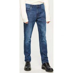 Jeansy slim fit Thermolite® - Granatowy. Jeansy męskie marki bonprix. W wyprzedaży za 69.99 zł.