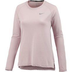 """Koszulka """"Breathe Tailwind"""" w kolorze jasnoróżowym do biegania. T-shirty damskie Nike Women, z okrągłym kołnierzem, z długim rękawem. W wyprzedaży za 117.95 zł."""
