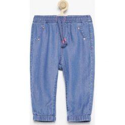 Jeansowe spodnie jogger - Niebieski. Jeansy dla chłopców marki bonprix. W wyprzedaży za 29.99 zł.