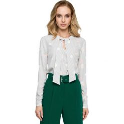Elegancka Wzorzysta Bluzka z Wiązaniem - Model 2. Szare bluzki damskie Molly.pl, w jednolite wzory, z tkaniny, eleganckie, dekolt w kształcie v, z długim rękawem. Za 105.90 zł.