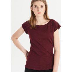 T-shirt basic - Bordowy. Czerwone t-shirty damskie Sinsay. Za 9.99 zł.