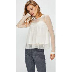 Guess Jeans - Bluzka Jessie. Szare bluzki damskie Guess Jeans, z aplikacjami, z elastanu, casualowe, z okrągłym kołnierzem. Za 259.90 zł.