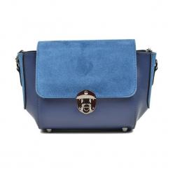 Skórzana torebka w kolorze niebieskim - (S)31 x (W)22 x (G)10 cm. Niebieskie torby na ramię damskie Akcesoria na sylwestrową noc. W wyprzedaży za 219.95 zł.