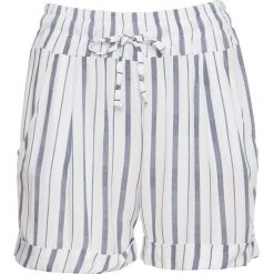 Krótkie spodenki bonprix biało-niebieski w paski. Białe szorty damskie bonprix, w paski. Za 99.99 zł.