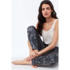 Etam - Spodnie piżamowe Selly. Szare piżamy damskie Etam. Za 119.90 zł.