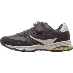 """Sneakersy """"Bernie"""" w kolorze granatowym. Niebieskie trampki i tenisówki chłopięce Geox Kids, z gumy. W wyprzedaży za 125.95 zł."""