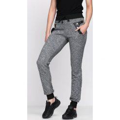 Ciemnoszare Spodnie Dresowe Just Me. Szare spodnie dresowe damskie Born2be, z dresówki. Za 29.99 zł.