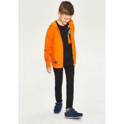 Bluza z kapturem - Pomarańczo. Bluzy dla chłopców marki Reserved. W wyprzedaży za 29.99 zł.
