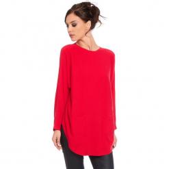 """Sweter """"Fiona"""" w kolorze czerwonym. Czerwone swetry damskie Cosy Winter, ze splotem, z okrągłym kołnierzem. W wyprzedaży za 181.95 zł."""