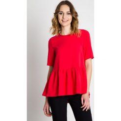 Czerwona bluzka z falbaną  BIALCON. Czerwone bluzki damskie BIALCON, z tkaniny, eleganckie, z falbankami. W wyprzedaży za 92.00 zł.