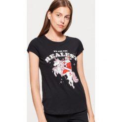 Koszulka z motywem świątecznym - Czarny. Czarne t-shirty damskie Cropp. Za 19.99 zł.