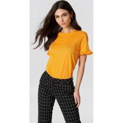 NA-KD T-shirt z falbanką - Orange. T-shirty damskie NA-KD, z bawełny, z falbankami. W wyprzedaży za 18.29 zł.
