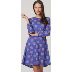 Sukienka w kolorze fioletowym. Fioletowe sukienki damskie TrakaBarraka, z dekoltem na plecach. W wyprzedaży za 139.95 zł.