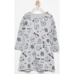 Bawełniana sukienka z nadrukiem - Jasny szar. Sukienki dla dziewczynek marki Reserved. W wyprzedaży za 14.99 zł.