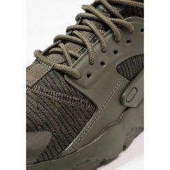 Nike Sportswear AIR HUARACHE RUN ULTRA SE (GS) Tenisówki i Trampki cargo khaki/sequoi. Trampki i tenisówki chłopięce Nike Sportswear, z materiału. Za 449.00 zł.