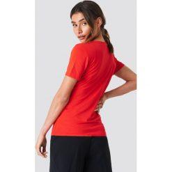 Trendyol Kopertowy T-shirt - Red. Czerwone t-shirty damskie Trendyol, z kopertowym dekoltem. W wyprzedaży za 48.57 zł.