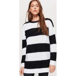Sweter w pasy kolekcja EQUAL - Czarny. Czarne swetry damskie Cropp. Za 69.99 zł.
