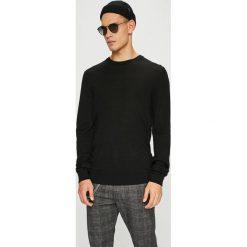 Casual Friday - Sweter. Czarne swetry przez głowę męskie Casual Friday, z dzianiny, z okrągłym kołnierzem. W wyprzedaży za 139.90 zł.