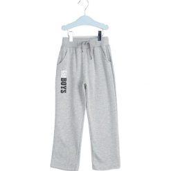 Jasnoszare Spodnie Dresowe Deep Waters. Szare spodnie sportowe dla chłopców Born2be, z dresówki. Za 29.99 zł.