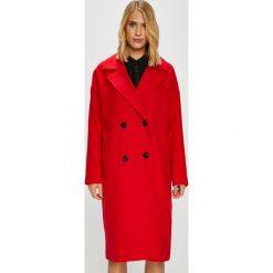 Vero Moda - Płaszcz. Czerwone płaszcze damskie Vero Moda, z elastanu, klasyczne. W wyprzedaży za 269.90 zł.