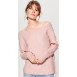 Sweter z prostym dekoltem - Różowy. Czerwone swetry damskie Mohito. Za 89.99 zł.