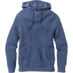 Sweter z kapturem Regular Fit bonprix niebieski dżins melanż. Swetry przez głowę męskie marki Giacomo Conti. Za 59.99 zł.