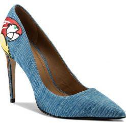 Szpilki KAZAR - Luciana 28369-TK-10 Niebieski. Niebieskie szpilki damskie Kazar, w kolorowe wzory, z jeansu. W wyprzedaży za 339.00 zł.
