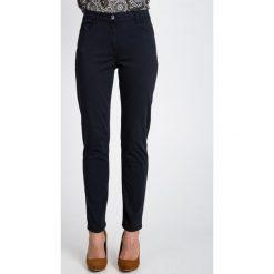 Spodnie w kolorze grafitowym QUIOSQUE. Szare spodnie materiałowe damskie QUIOSQUE, w paski, z denimu. W wyprzedaży za 79.99 zł.