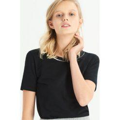 T-shirt z biżuteryjną aplikcją - Czarny. Czarne t-shirty damskie Sinsay. Za 24.99 zł.