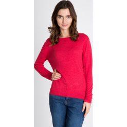 Malinowy gładki sweter QUIOSQUE. Różowe swetry damskie QUIOSQUE, z tkaniny, z dekoltem na plecach. W wyprzedaży za 96.00 zł.