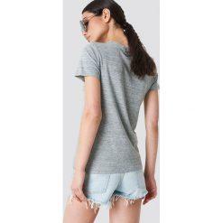 Levi's Koszulka Perfect - Grey. Szare t-shirty damskie Levi's, z nadrukiem, z bawełny, z okrągłym kołnierzem. Za 80.95 zł.