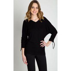 Czarna oryginalna bluzka z rękawem 3/4 BIALCON. Czarne bluzki damskie BIALCON, z dzianiny, z dekoltem w serek. W wyprzedaży za 106.00 zł.