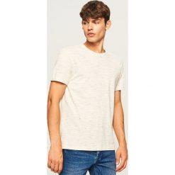 T-shirt z melanżowej dzianiny - Beżowy. T-shirty męskie marki Giacomo Conti. W wyprzedaży za 39.99 zł.