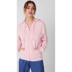 NA-KD Basic Bluza basic z kapturem - Pink. Różowe bluzy damskie NA-KD Basic. Za 100.95 zł.