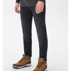 Ocieplane jeansy slim fit - Czarny. Jeansy męskie marki bonprix. W wyprzedaży za 89.99 zł.