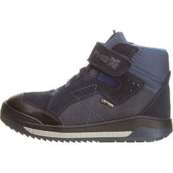 Sneakersy w kolorze granatowym. Niebieskie trampki i tenisówki chłopięce Primigi, z gore-texu. W wyprzedaży za 195.95 zł.