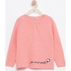 Sweter z haftem - Pomarańczo. Swetry damskie marki bonprix. W wyprzedaży za 19.99 zł.