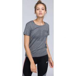 Koszulka treningowa damska TSDF005 - średni szary melanż. Szare bluzki damskie 4f, melanż, z materiału. W wyprzedaży za 79.99 zł.