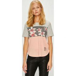 Roxy - Top. Różowe topy damskie Roxy, z nadrukiem, z bawełny, z okrągłym kołnierzem, z krótkim rękawem. Za 129.90 zł.