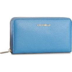 Duży Portfel Damski COCCINELLE - BW5 Metallic Soft E2 BW5 11 32 01 Azur 021. Niebieskie portfele damskie Coccinelle, w ażurowe wzory, ze skóry. W wyprzedaży za 419.00 zł.