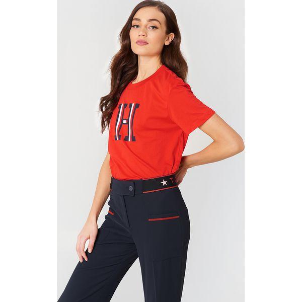 b1a82daa793f1 Tommy Hilfiger T-shirt pod szyję Brody - Red - T-shirty damskie marki Tommy  Hilfiger, z nadrukiem, z bawełny. W wyprzedaży za 121.77 zł.