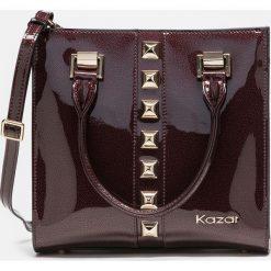 Bordowa torebka damska. Czerwone torebki do ręki damskie Kazar, w paski, ze skóry. Za 849.00 zł.