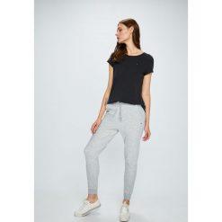 Tommy Jeans - Spodnie. Szare jeansy damskie Tommy Jeans. W wyprzedaży za 239.90 zł.