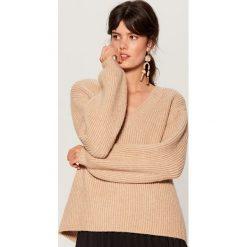Sweter z bufiastymi rękawami - Beżowy. Brązowe swetry damskie Mohito. Za 149.99 zł.